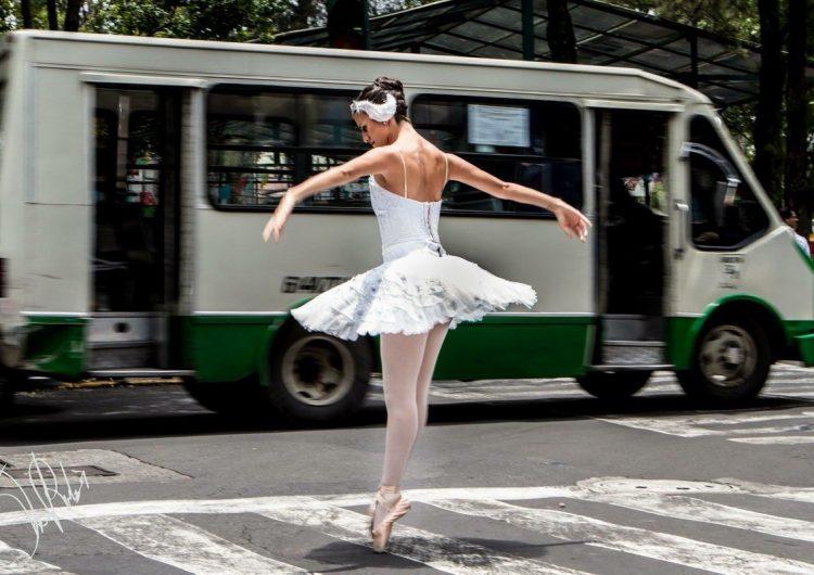 """Bailarinas """"invaden"""" las calles de la CDMX"""