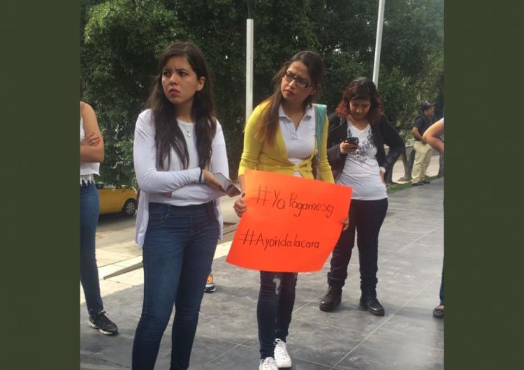 Protestan profesores jaliscienses afuera de la SEJ por falta de pago