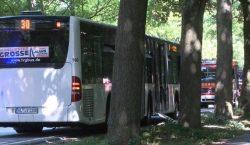 Hombre ataca a pasajeros con un cuchillo en autobús alemán;…