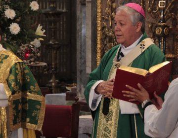 Se pronuncia arzobispo contra la eutanasia, avala consulta para la marihuana