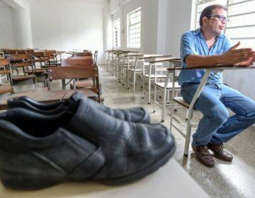 Venezuela: Arreglar sus zapatos le costaba a este profesor 4 meses de sueldo