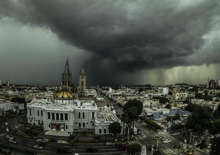 Registran hasta 400 inundaciones cada temporal de lluvias en la ZMG por urbanización desordenada: especialista