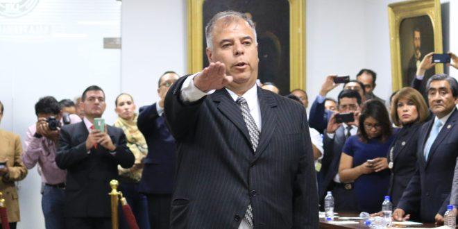 Tras un año 10 meses en el cargo, renuncia el procurador