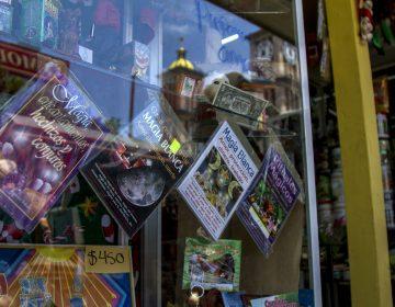 Amuletos que 'amarran' a turistas y locales