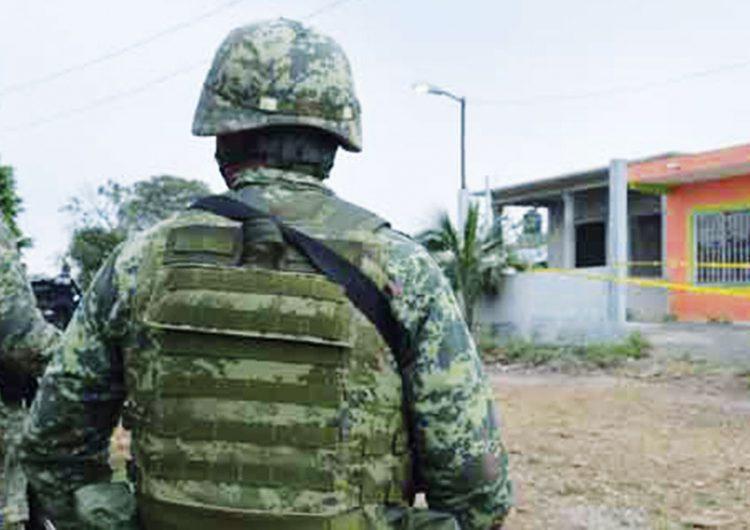 Huachicoleros apedrean a militares y a policía federal en San Francisco Tláloc