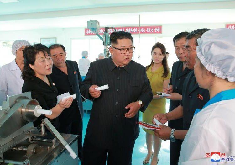 """Kim Jong Un quiere sustituir el trabajo humano por """"robots"""" en Corea del Norte"""