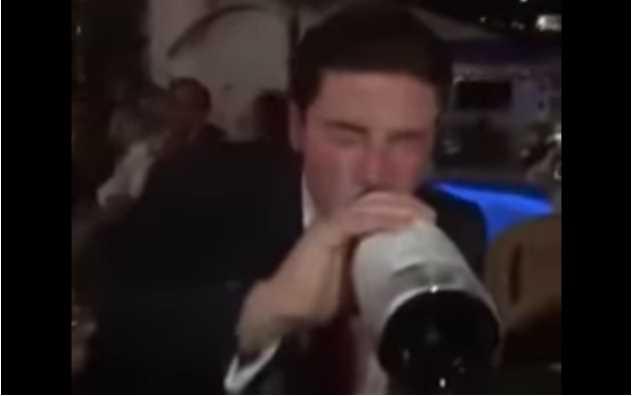 Captan a Senador electo de MC en festejo con champán