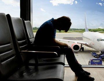 """Jet lag: La activación neuronal es la clave para cambiar el """"reloj interno"""", según estudios"""