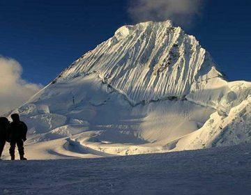 Dos montañistas mexicanos mueren por una avalancha en nevado de Perú