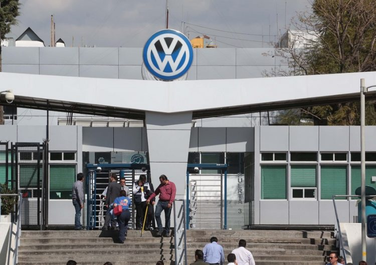 Emplaza a huelga sindicato de Volkswagen como parte de su revisión contractual