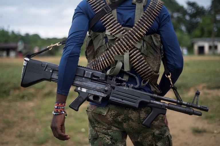 Oposición marcha para exigir al nuevo gobierno que cuide paz en Colombia