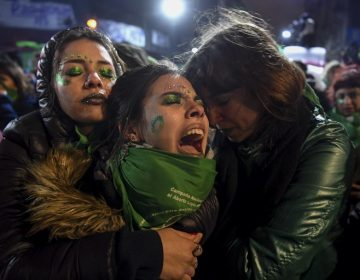 Senado argentino rechaza la legalización del aborto