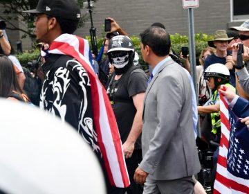 Neonazis y supremacistas blancos marchan a un año de los disturbios en Charlottesville
