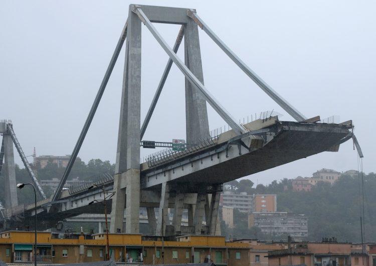 """""""Se escuchó como un trueno"""": el derrumbe de un puente vehicular en Italia deja al menos 26 muertos"""