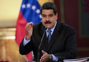 Aumentar 34 veces el salario mínimo, quitar ceros a la moneda: las confusas reformas económicas de Maduro en Venezuela