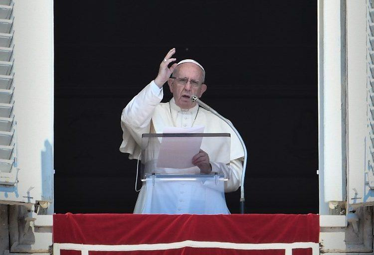 Nos hemos demorado en sancionar a quienes abusan de menores, admite el papa tras escándalo