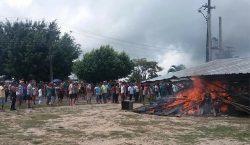 Brasileños protestan contra llegada de migrantes venezolanos: queman campamentos y…