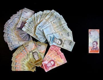 La inflación de Venezuela: las ridículas cantidades de billetes necesarios para comprar productos básicos