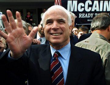 Republicano, veterano y crítico de Trump: 5 fechas para entender la vida de McCain