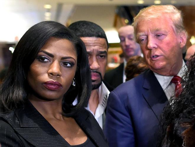 """Exasesora de la Casa Blanca revela grabación donde equipo de Trump quiere """"comprar"""" su silencio"""