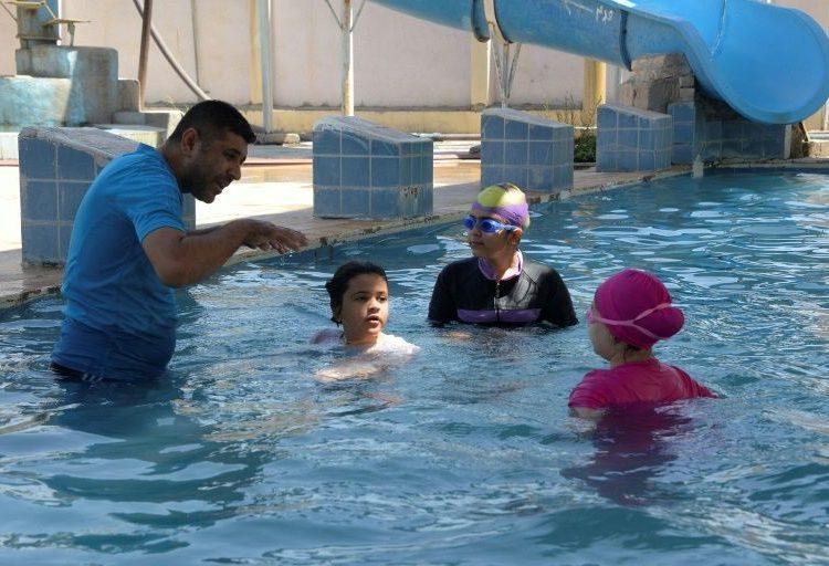 Niñas iraquíes se preparan para ser nadadoras, el deporte prohibido para las mujeres en ese país