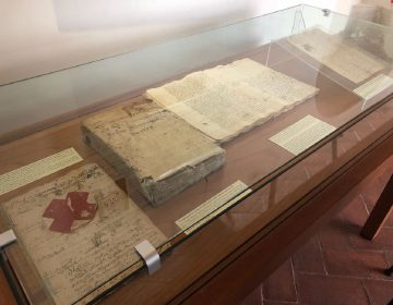 "Donan documentos históricos de Oaxaca a Biblioteca ""Juan de Córdova"""