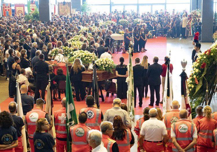 Realizan funeral de Estado a víctimas de puente derrumbado en Génova