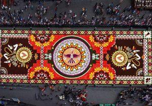 Bruselas festeja a las flores con enorme alfombra diseñada por mexicanos
