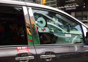 Nueva York prohíbe nuevos permisos a conductores de Uber y compañías de transportes de pasajeros