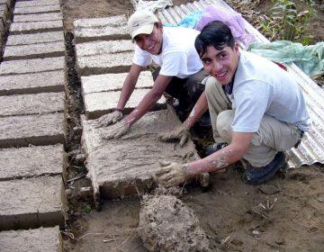 Jóvenes queretanos trabajan en la precariedad