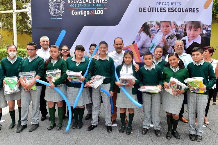 Entrega Gobierno 500 paquetes escolares en zonas rurales