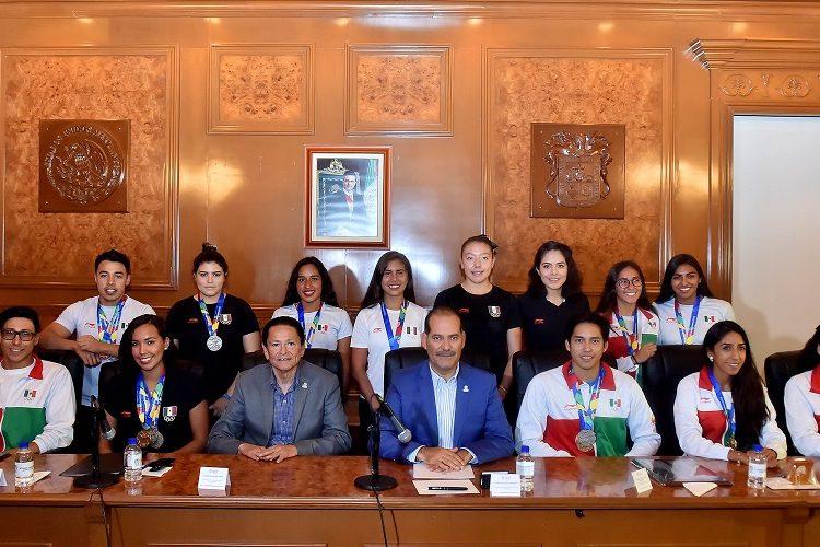 Premia gobierno a medallistas de los Juegos Centroamericanos de Barranquilla