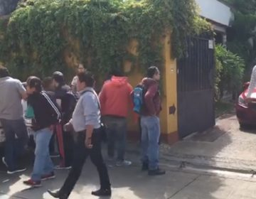 Persigue el pasado a Ulises Ruiz Ortiz; protesta Sección 22 en acto púbico del exmandatario