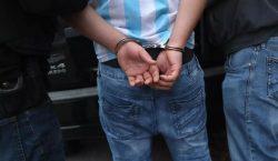 Un hombre es arrestado por ofrecer recompensas por matar a…