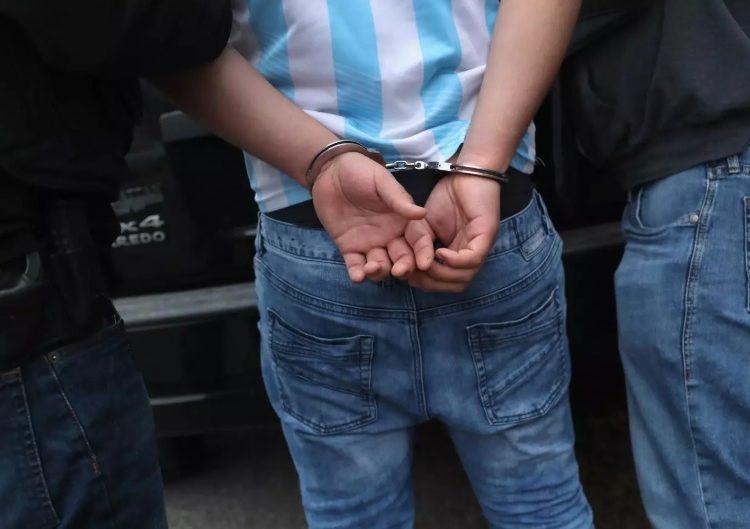 Un hombre es arrestado por ofrecer recompensas por matar a agentes de inmigración