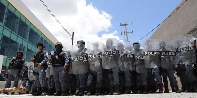 Deja protesta de Morenistas lesionados y destrozos en el Congreso de Hidalgo