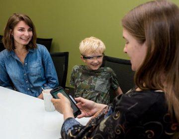 Google Glass les da a los niños con autismo una nueva esperanza: los ayuda a ver las emociones