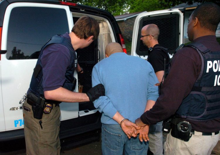 Más de 100 indocumentados detenidos en redada a fábrica de Texas