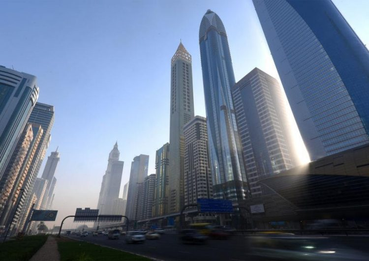 Turista acumula 47 mil dólares en multas tras conducir cuatro horas por Dubái