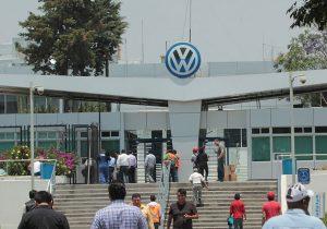 Ofrece Volkswagen alza salarial de 2.5% y advierte caída de producción