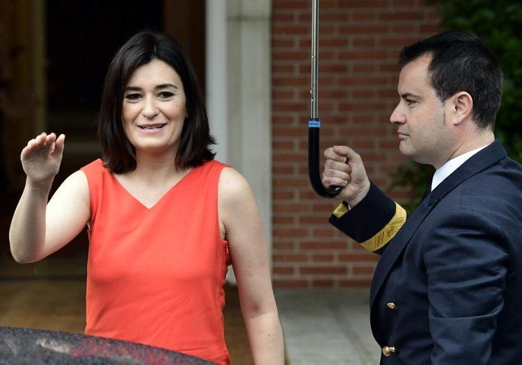 Dimite ministra española por irregularidades académicas y plagio en su título académico