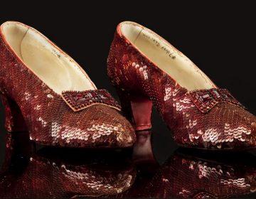 """Estos son los zapatos de """"Mago de Oz"""" que fueron robados hace 13 años y el FBI recuperó"""