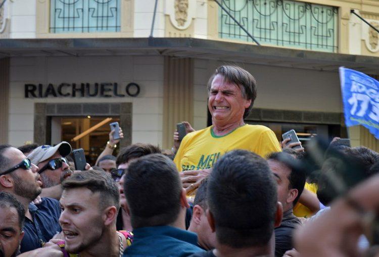 Apuñalan a candidato presidencial de Brasil durante acto de campaña