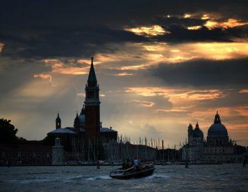 Venecia continúa su batalla contra el turismo: ahora considera prohibir el alcohol
