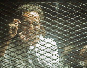 Por tomar fotos en una manifestación, una corte condena a fotoperiodista egipcio a 5 años de cárcel