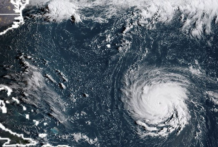 Florence se debilita, pero sus fuertes lluvias y vientos mantienen la alerta en el este de EE.UU.
