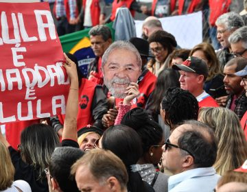 Lula deja la carrera presidencial; designa a su compañero de fórmula como su reemplazo