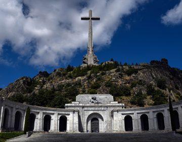 ¿Por qué el Parlamento español aprobó exhumar los restos de Franco de su mausoleo?