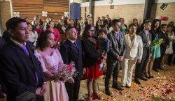 Exguerrilleros celebran una boda masiva en Colombia