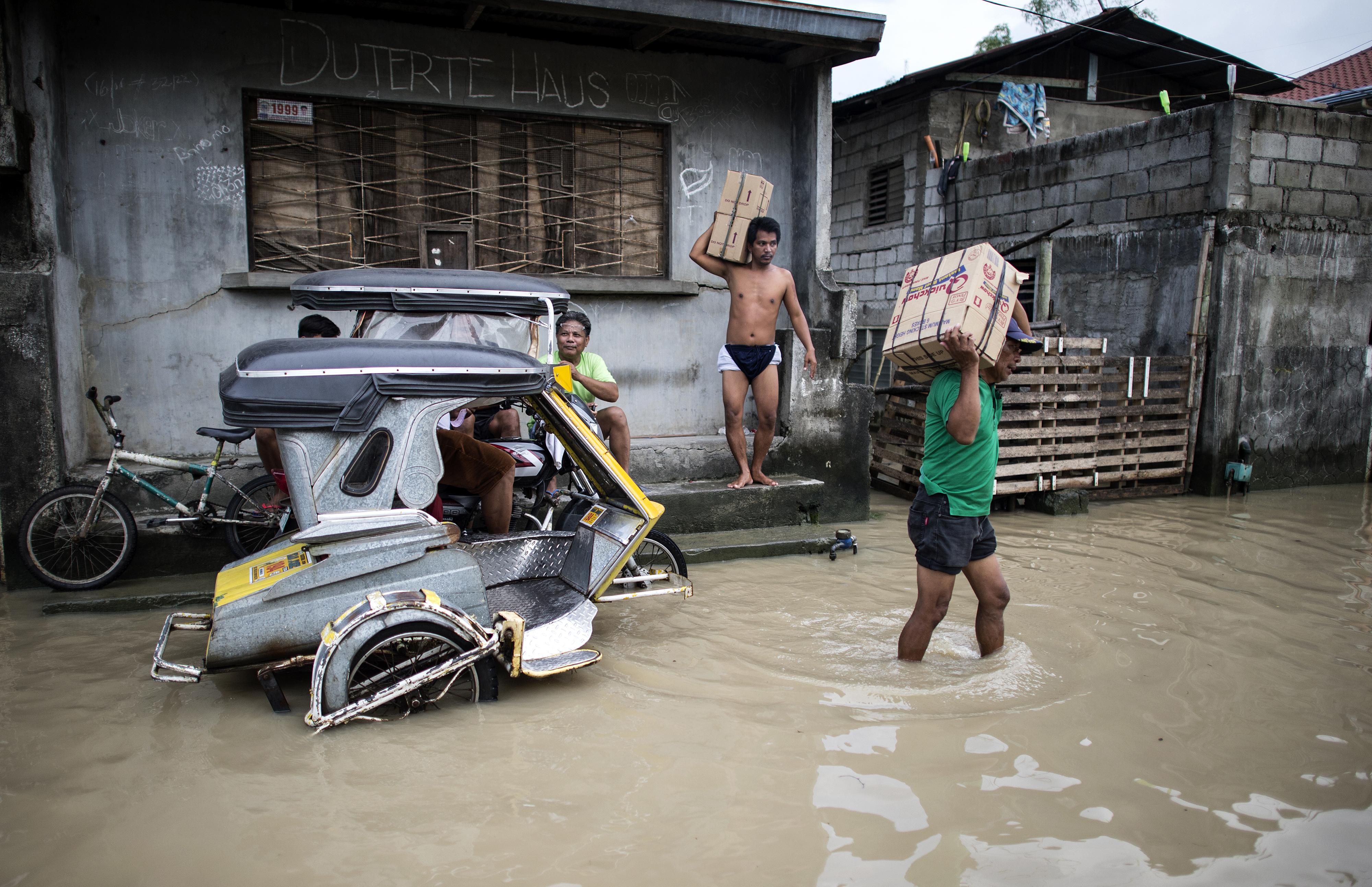 Los servicios de rescate dieron el lunes un balance de 65 muertos. Foto: AFP.